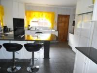 Kitchen - 41 square meters of property in Sonneveld