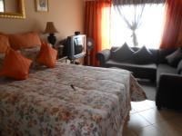 Main Bedroom - 10 square meters of property in The Orchards
