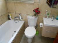 Main Bathroom - 3 square meters of property in Airport Park