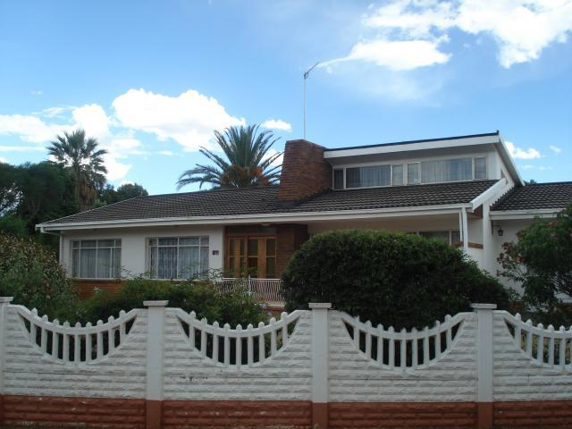 4 Bedroom House for Sale For Sale in Wilkoppies - Home Sell - MR106115