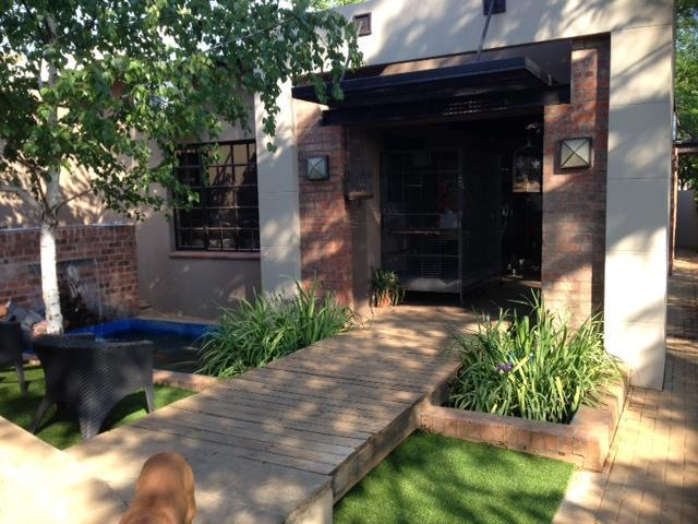 4 Bedroom House for Sale For Sale in Bloemfontein - Home Sell - MR106116