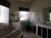 Main Bathroom - 12 square meters of property in Glenvista