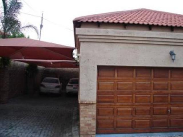 3 Bedroom Cluster For Sale in Rustenburg - Home Sell - MR106135