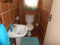 Bathroom 1 - 2 square meters of property in Mooikloof