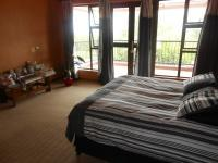Main Bedroom - 18 square meters of property in Mooikloof