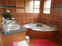 Main Bathroom - 18 square meters of property in Mooikloof
