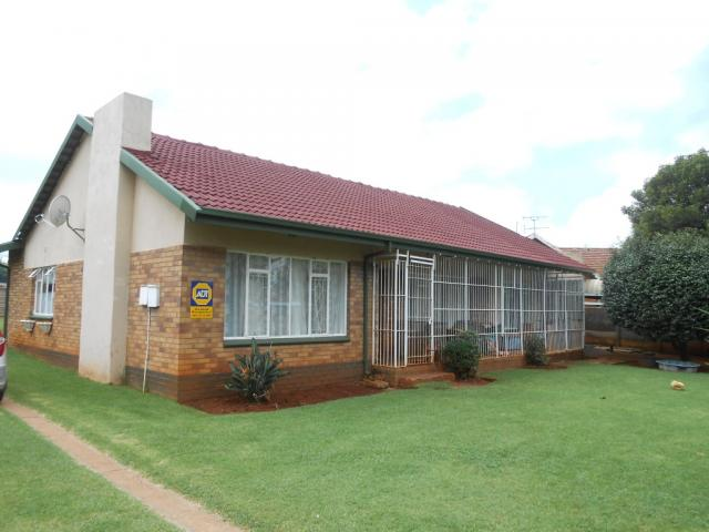 3 Bedroom House for Sale For Sale in Rhodesfield - Private Sale - MR106193