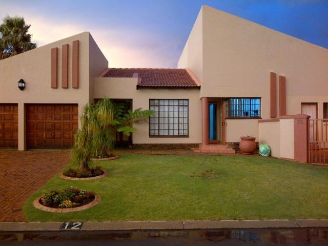 3 Bedroom Cluster For Sale in Boksburg - Home Sell - MR106199