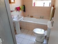 Main Bathroom - 6 square meters of property in Buccleuch
