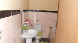 Main Bathroom - 4 square meters of property in Rosslyn