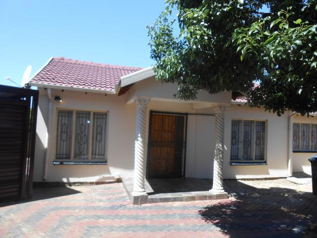 3 Bedroom House For Sale in Philip Nel Park - Home Sell - MR106239