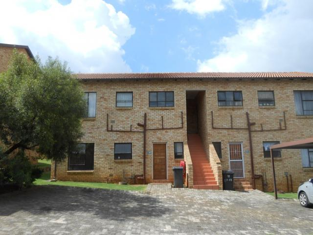 2 Bedroom House For Sale in Wilgeheuwel  - Home Sell - MR106267