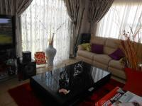 Lounges - 23 square meters of property in Karenpark