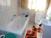 Main Bathroom - 6 square meters of property in Klopperpark