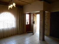 Lounges - 33 square meters of property in Mondeor