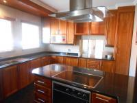 Kitchen - 18 square meters of property in Mondeor