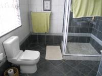 Main Bathroom - 10 square meters of property in Jeffrey's Bay