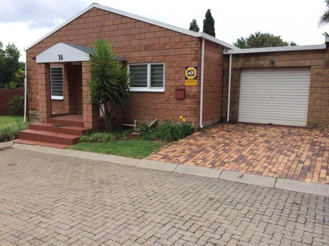 2 Bedroom Sectional Title For Sale in Lyttelton - Private Sale - MR106530
