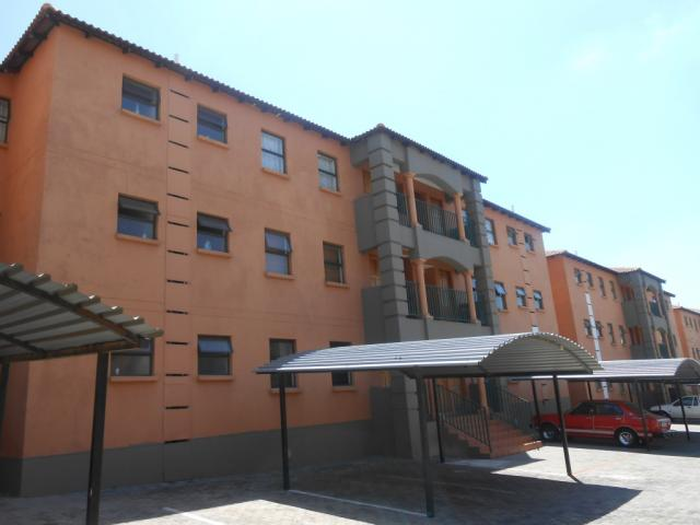Standard Bank EasySell 2 Bedroom Apartment For Sale in Gosforth Park - MR106590