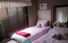Bed Room 1 of property in Willowbrook