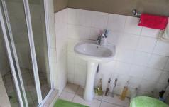 Main Bathroom of property in Willowbrook