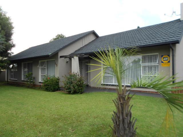 3 Bedroom House for Sale For Sale in Parkrand - Home Sell - MR106719