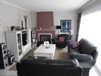 Lounges - 24 square meters of property in Parkrand