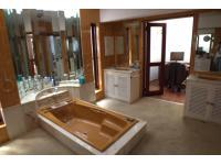 Main Bathroom - 17 square meters of property in Bordeaux
