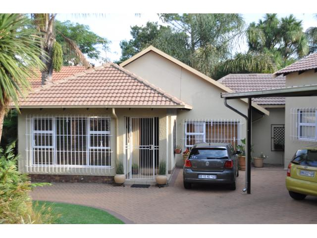 6 Bedroom House for Sale For Sale in Van Riebeeckpark - Private Sale - MR106933