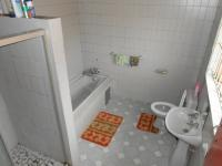 Main Bathroom - 9 square meters of property in Discovery