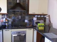 Kitchen - 14 square meters of property in Faerie Glen