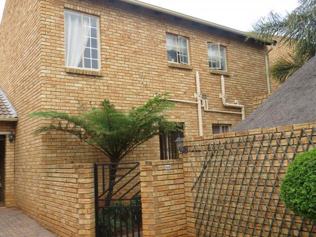 3 Bedroom Duplex for Sale For Sale in Strubensvallei - Home Sell - MR107019