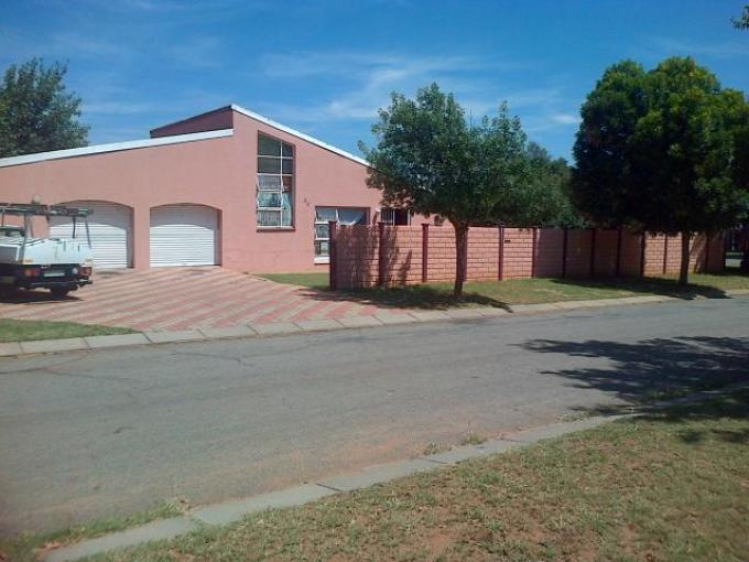 4 Bedroom House for Sale For Sale in Klerksdorp - Private Sale - MR107122