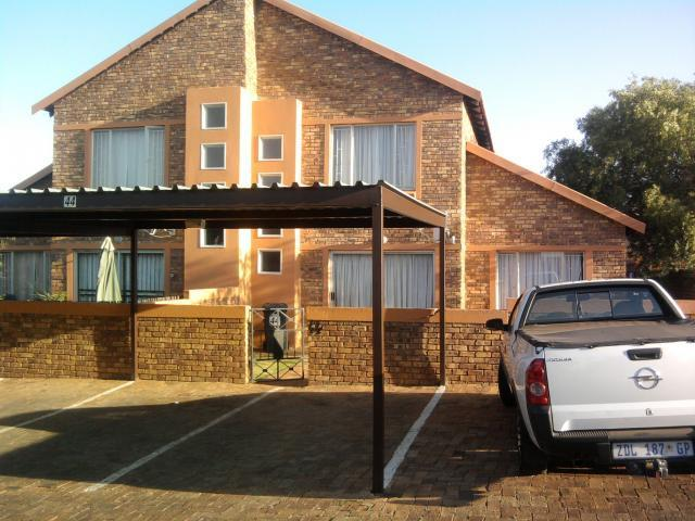 3 Bedroom Sectional Title For Sale in Heuwelsig Estate - Private Sale - MR107133