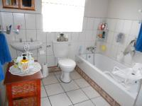 Main Bathroom of property in Dalview