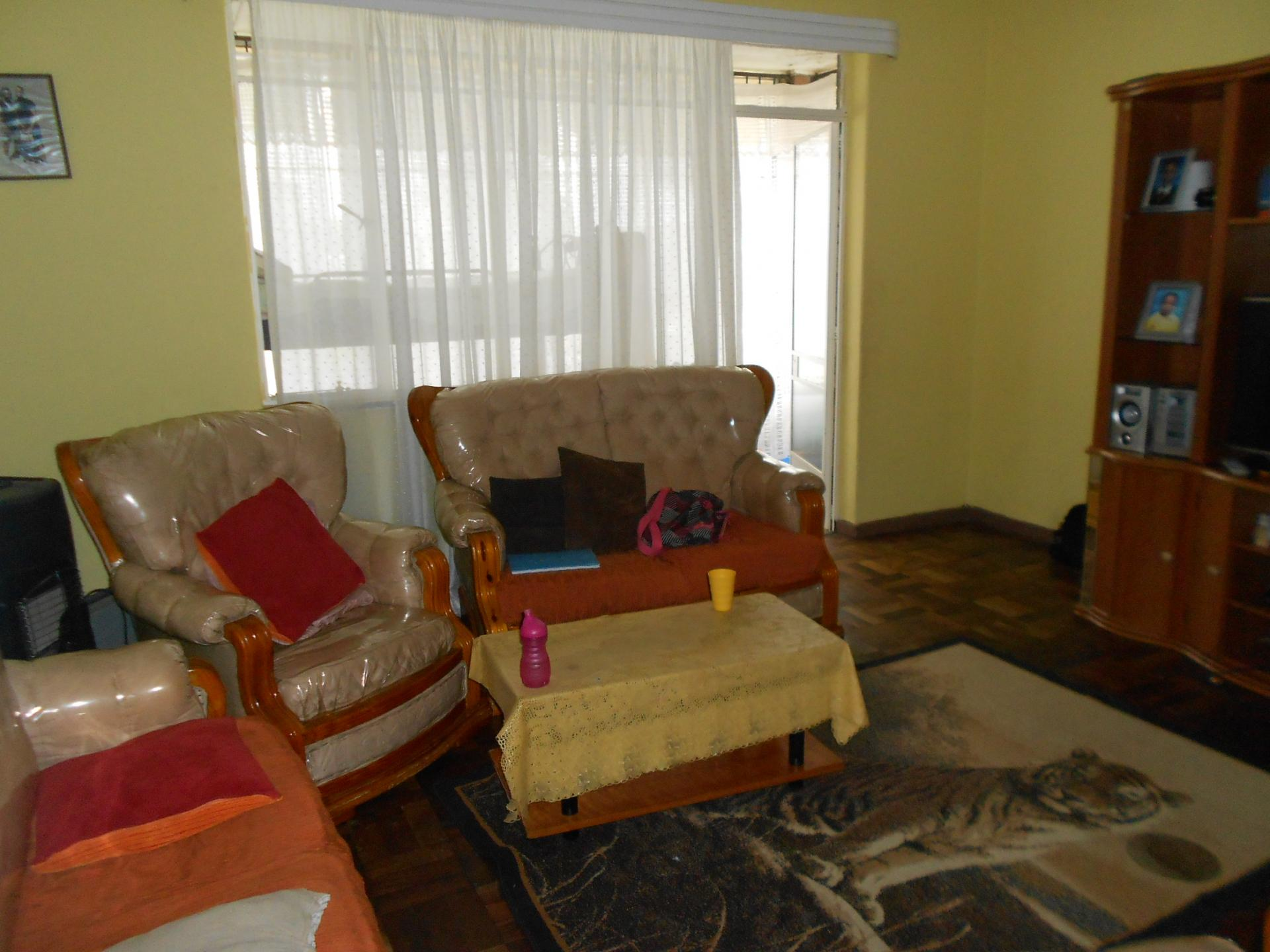 Lounges - 22 square meters of property in Kenilworth - JHB
