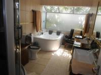 Main Bathroom of property in Houghton Estate