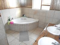 Main Bathroom - 10 square meters of property in Sonneveld