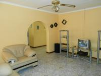 Lounges - 23 square meters of property in Tasbetpark