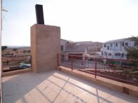Balcony - 25 square meters of property in The Meadows Estate