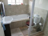 Main Bathroom - 3 square meters of property in Castleview