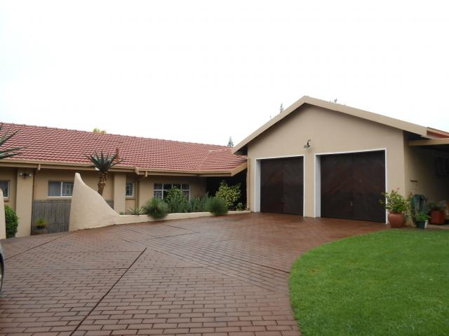 3 Bedroom House for Sale For Sale in Constantia Glen - Home Sell - MR107307