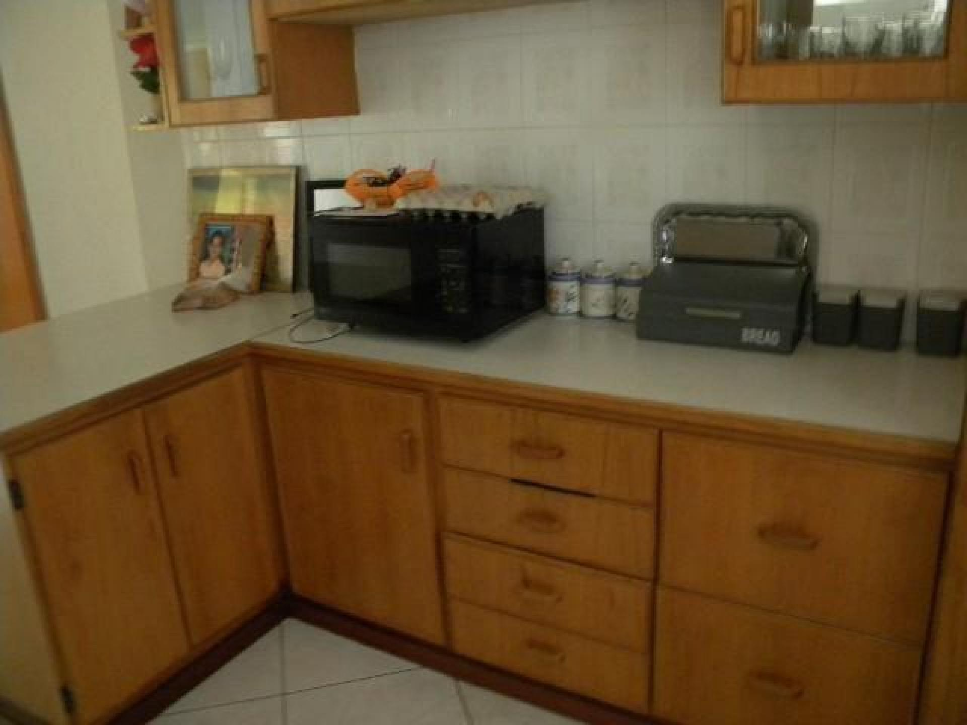 Kitchen of property in Bendor