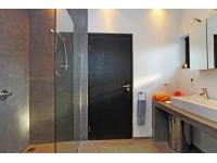 Main Bathroom - 13 square meters of property in Trafalgar