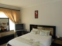 Main Bedroom - 14 square meters of property in Chantelle
