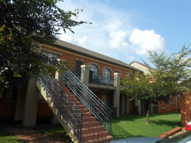 2 Bedroom Cluster For Sale in Garsfontein - Private Sale - MR107373