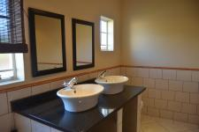 Main Bathroom - 13 square meters of property in Mookgopong (Naboomspruit)