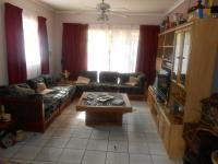 Lounges - 18 square meters of property in The Orchards