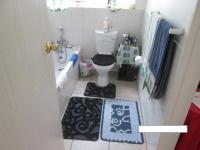 Main Bathroom - 6 square meters of property in Wilgeheuwel