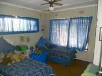Bed Room 1 - 15 square meters of property in Amanzimtoti